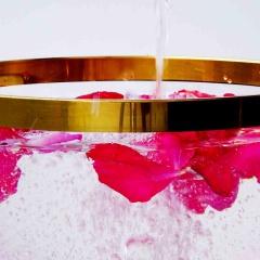 Das Leben und die Liebe feiern mit einer Rosenblätterbowle.