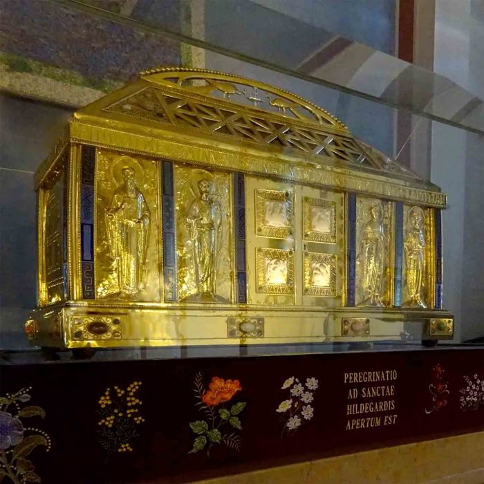 Die Gebeine der Heiligen Hildegard sind in der Wallfahrtskirche in Rüdesheim aufgebahrt.