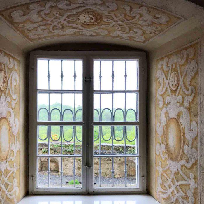 Blick durchs Fenster aus der Sala Terrana.