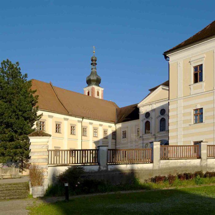 Klosterhof mit Gästehaus Stift Geras.