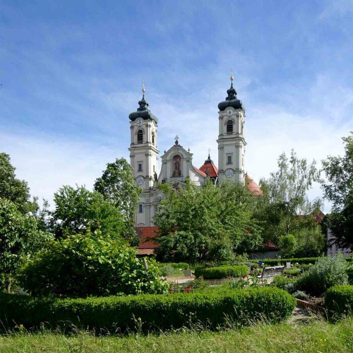 In kreisrunder Gestalt wurde der kleine Kräutergarten in Ottobeuren angelegt.