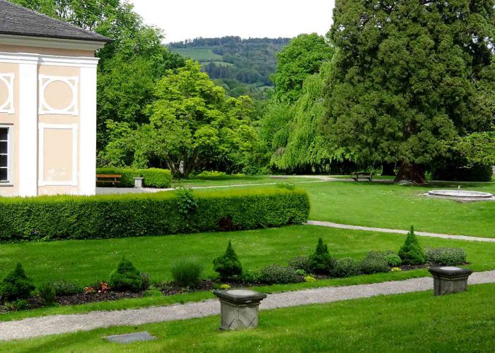 Der Stiftspark Wilhering mit dem Pavillion.