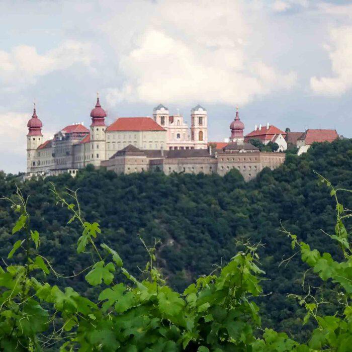 Das als österreichisches Montecassino bezeichnete Benediktinerstift Göttweig ist eine Touristenattraktion wegen seiner barocken Pracht. Ein Ort der Stille für Suchende.