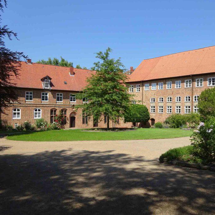 Das Innere des Klosterhofes ist ein Hort der Ruhe.