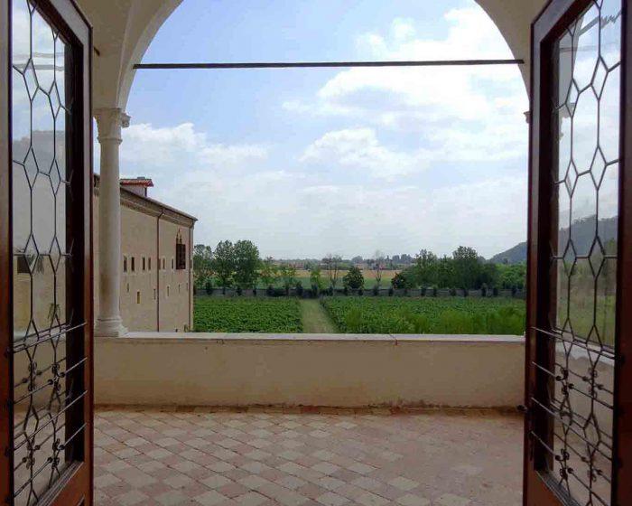 Blick von der Loggia auf die Gärten der Abbazi di Praglia.