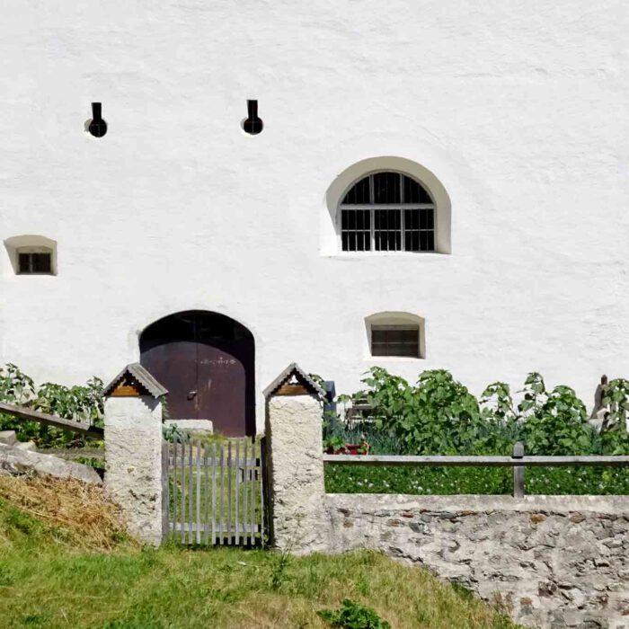 Auch ein kleines Tor kann unerwünschten Besuchern Einhalt gebieten.