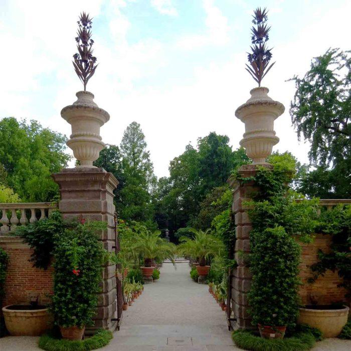 Das Westtor ist der repräsentative Zugang zum alten Garten mit den Medizinalpflanzen.