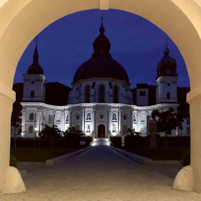 Nachts wird das Kloster zur Attraktion.