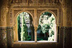Die Alhambra in Granada ist die Idealvorstellung des orientalischen Palastes eines Fürsten, Kalifen oder Königs. Sie ist Wahrzeichen des friedlichen und schöpferischen Zusammenlebens von Menschen aus Arabien, Judäa, dem europäischen Christentums.