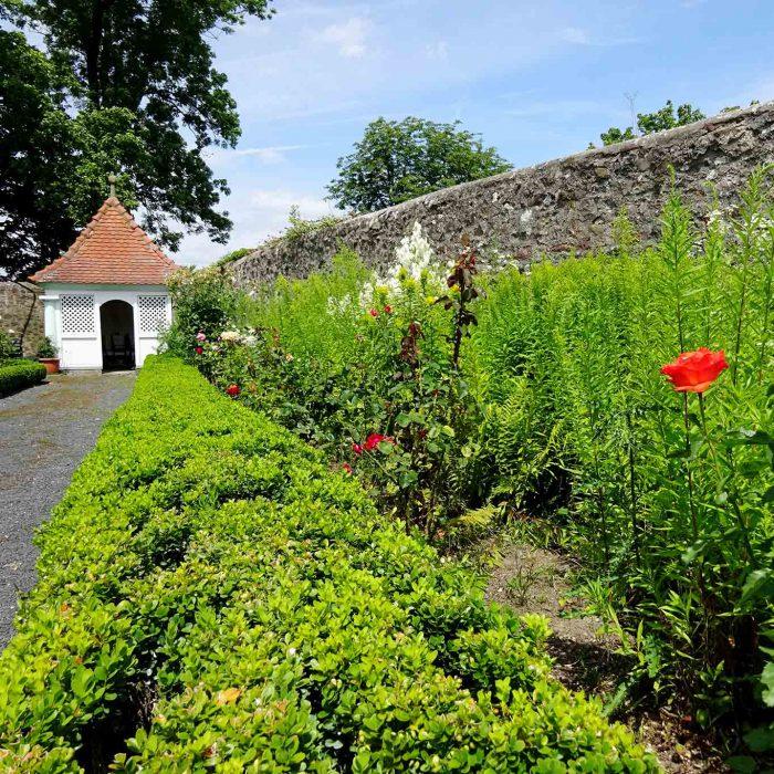 Typisches Gartenutensil einer barocken Gartenanlage: die Laube.