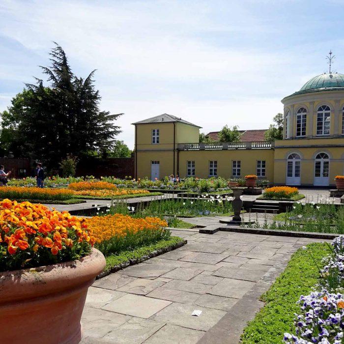 Schmuckgarten mit Bibliothek