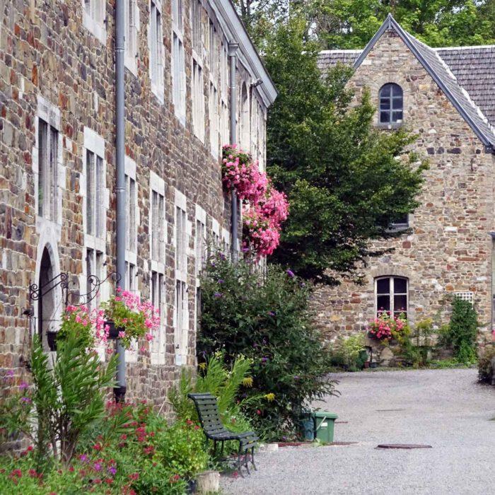 Blick in den Garten der Abbaye du Val Dieu